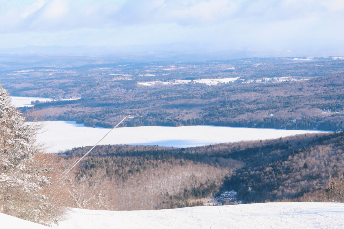Lifestyle blogger Leigha Gardner of The Lilac Press takes a ski trip to Mount Sunapee in New Hampshire with Skedaddle