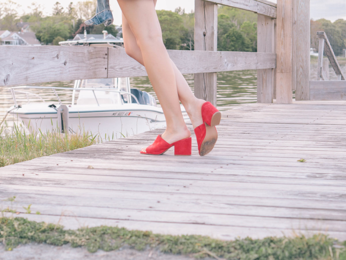 Style blogger, Leigha Gardner, of The Lilac Press sharing late summer style with a pop of red.
